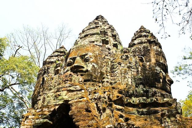 Каменные грани южных ворот