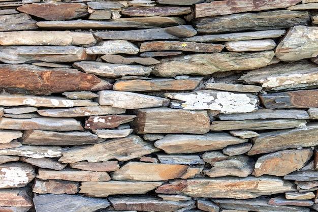 石造りの背景の固体部分の石垣