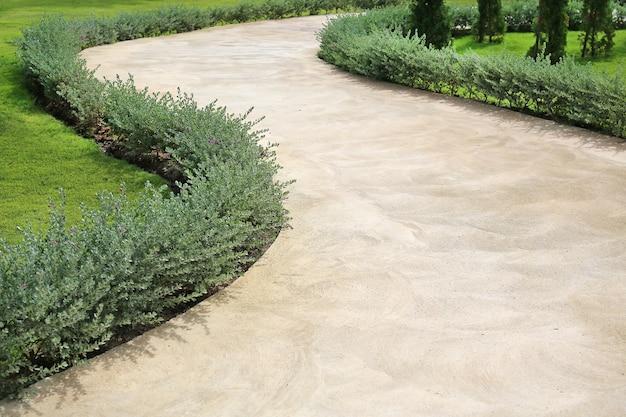 庭の石の通路。