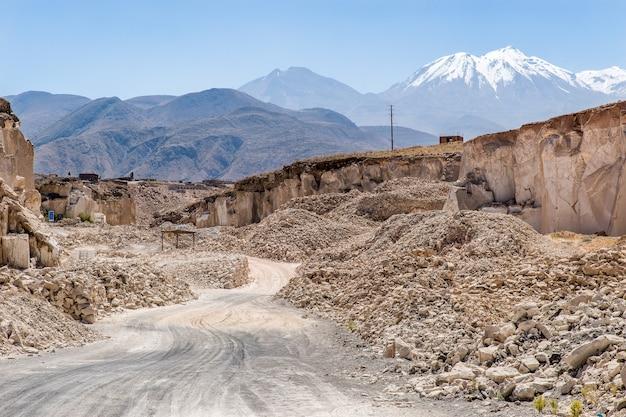 ペルーの山の石切り場