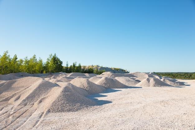 Камень, песок и насыпи для строительства