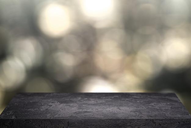 흐릿한 반점의 검은 배경에 돌 표면