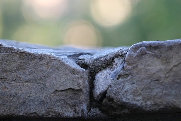 Stone wall structure with special masonry stones