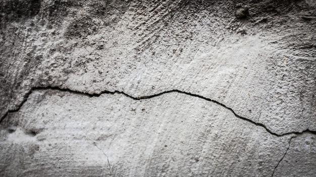 ひびの入った石の壁。デザインの質感