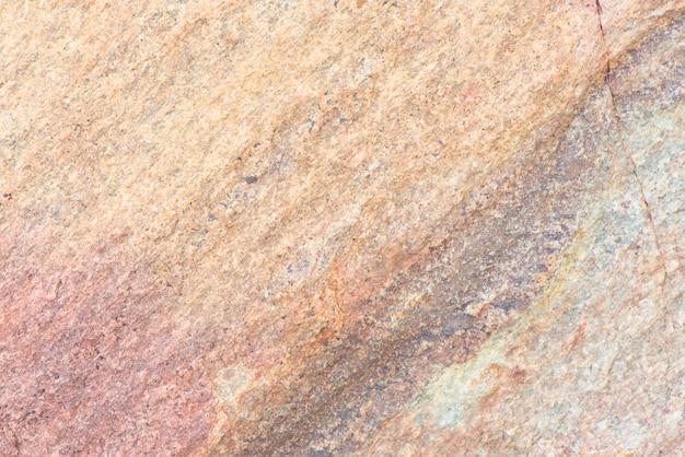 색깔을 가진 돌 담