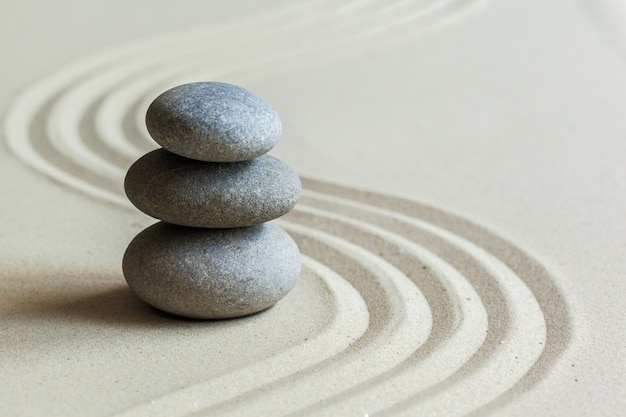 Камни в дзен-саду