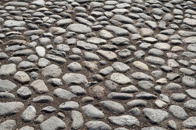 中世の道の石。