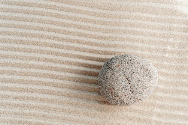 砂の上の石、枯山水 Premium写真