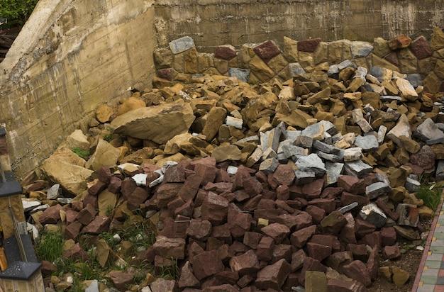 Камни на стройке. снимок крупным планом