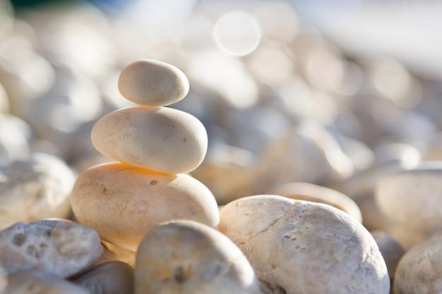 Камни сложены.