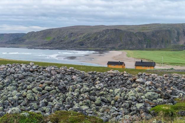 Varanger national tourist route, finnmark, 노르웨이를 따라 barents sea의 돌이 많은 해안