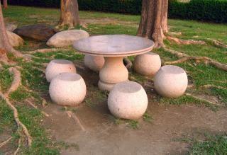 伝統的な中国の石造りのテーブルとstoo