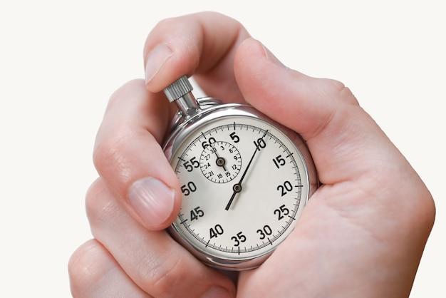 Кнопка секундомера нажимает пальцем руки на белом фоне, изолировать.