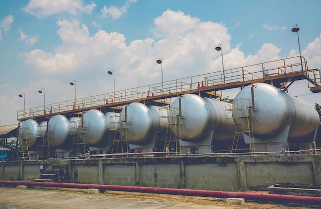 水平タンクとパイプラインでの燃料油の貯蔵