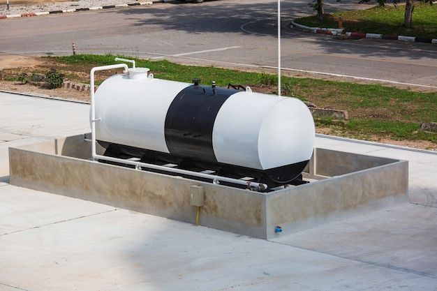 水平タンクとパイプラインに燃料油の1つを保管する
