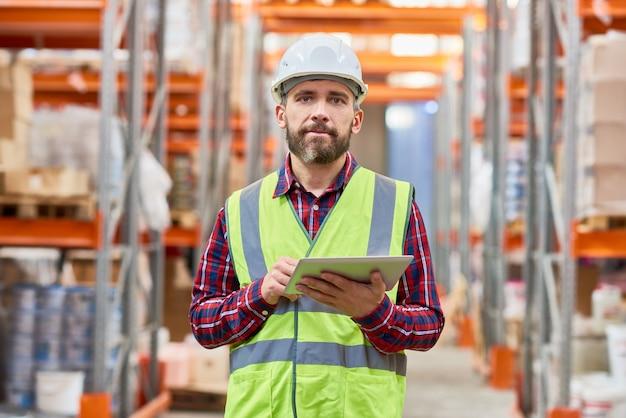 Storage worker using digital tablet