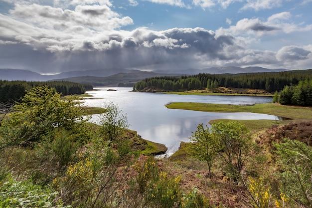 스코틀랜드의 로크 라건에 접근하는 폭풍
