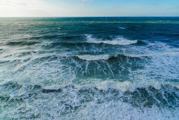 Буря на море в ясную погоду