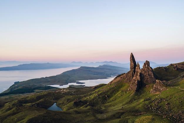 Lo storr sulla penisola di trotternish dell'isola di skye, in scozia