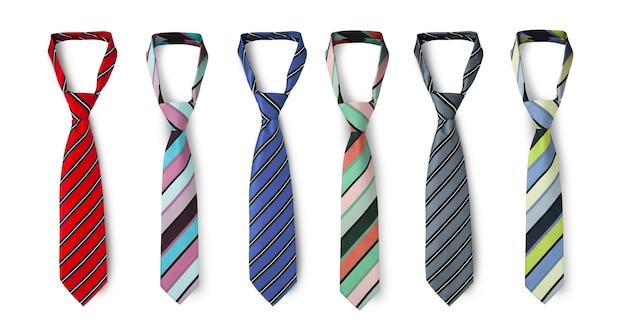 다양한 색상의 스트랩 넥타이, 남성용 스트라이프 넥타이. 흰색 배경에 고립