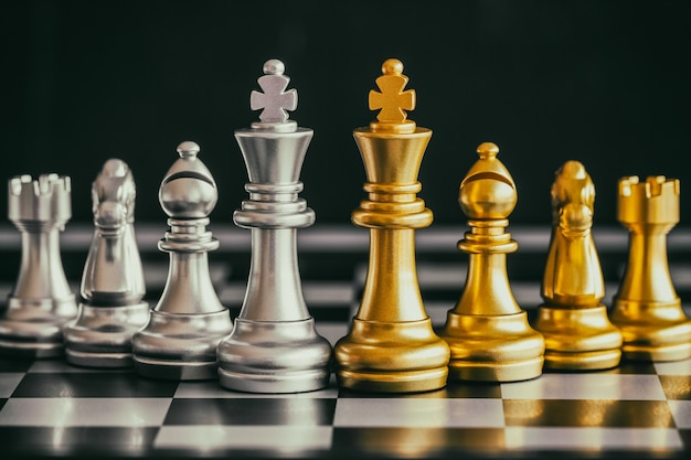 Стратегия шахматной битвы интеллектуальная игра-вызов на шахматной доске