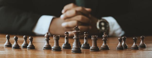 戦略、リーダーシップ、チームワークの概念。