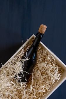 ストローボックスサービスワインブルーボトルウッド背景収納梱包