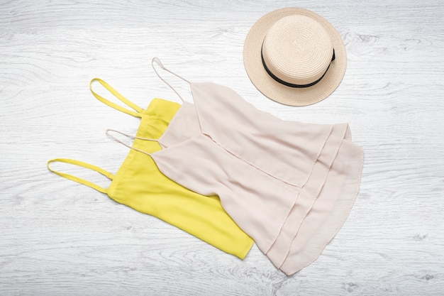 Straw hat and two tank top.