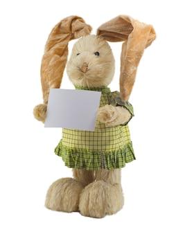 손에 빈 카드와 함께 밀 짚 토끼입니다. 외딴