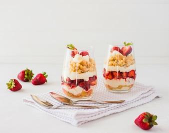 Strawberries layer dessert