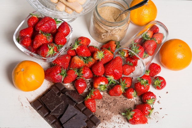 Strawberries with pieces of dark chocolate