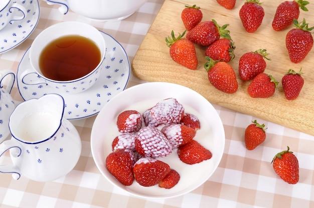 イチゴと紅茶とクリーム