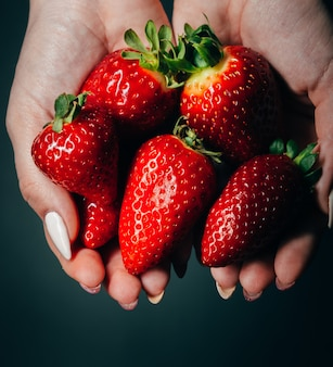 Strawberries in women's hands