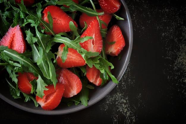 ストロベリールッコラのサラダ いちごのフレッシュサマーサラダ