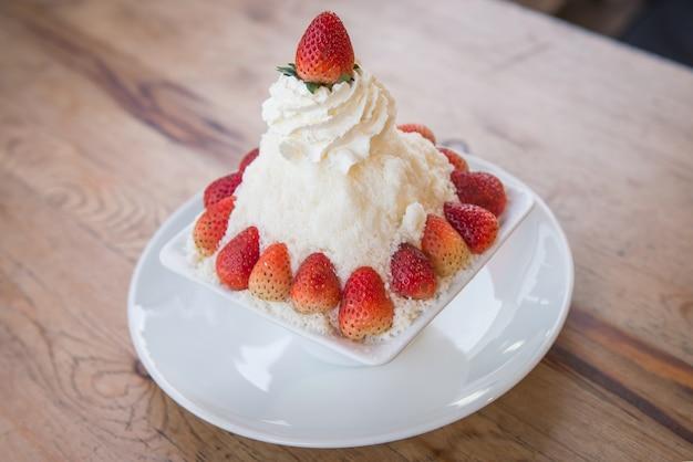 Strawberry bing su , korean dessert