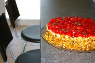 Strawberry cake, chaise