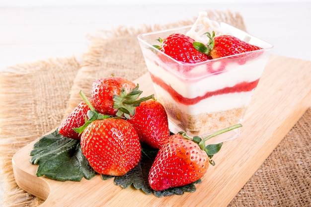 Strawberry cheese pie cup
