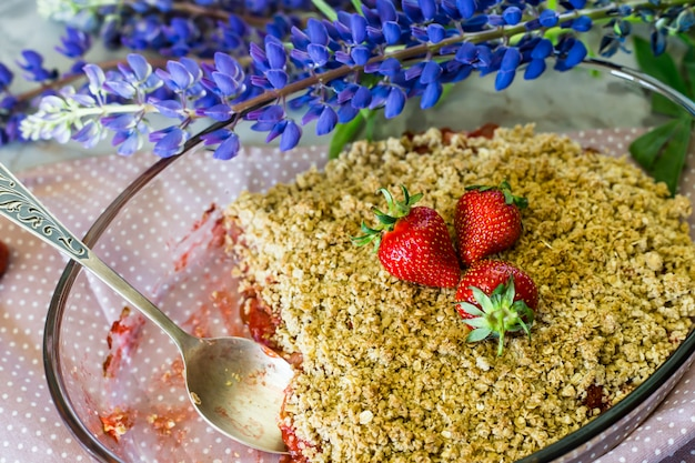 Strawberry cramble with apple and oatmeal