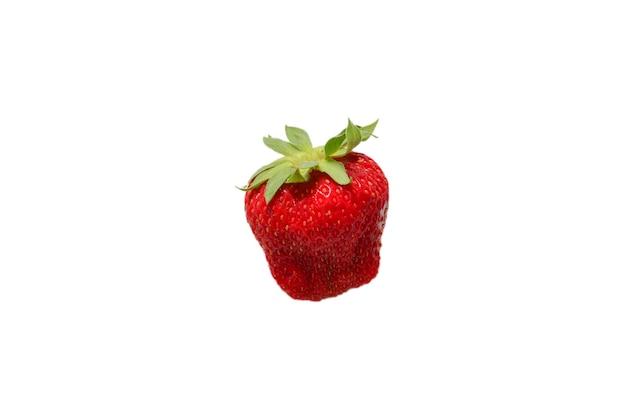 딸기. 신선한 딸기 매크로입니다. 화이트에 격리. 평면도.