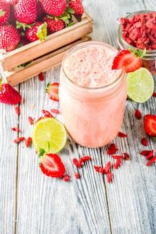 Strawberry and goji smoothie