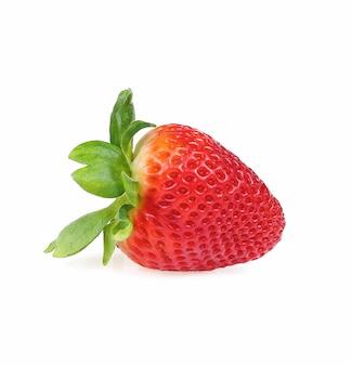 白い背景に分離されたイチゴ