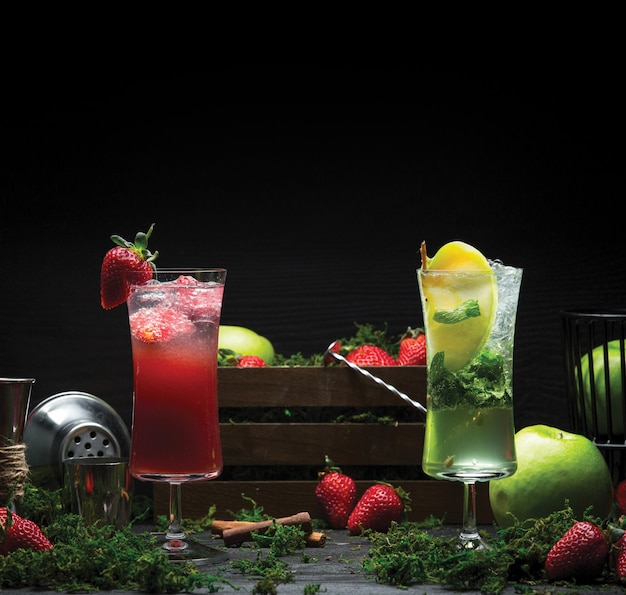 Strawberry and lemon mojito drinks