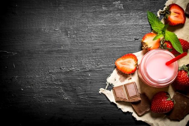 チョコレートとミントのストロベリースムージー。