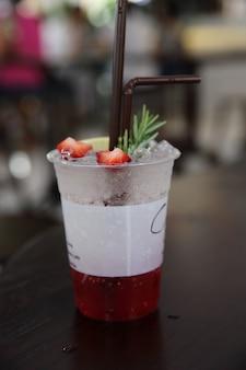 Клубнично-содовая с клубнично-ламоновым напитком