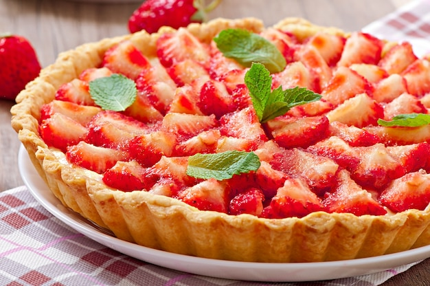 Strawberry tart with custard