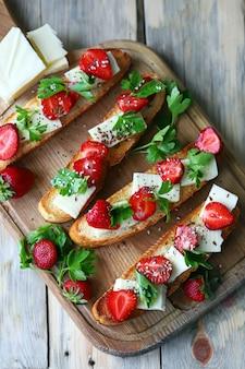 いちごトーストヘルシーな夏の食べ物