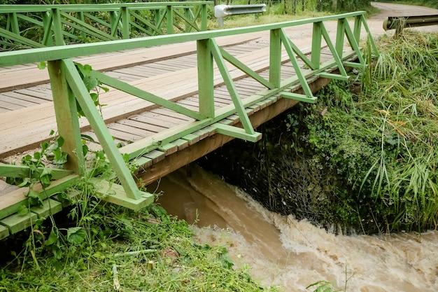 폭우 후 강의 개울