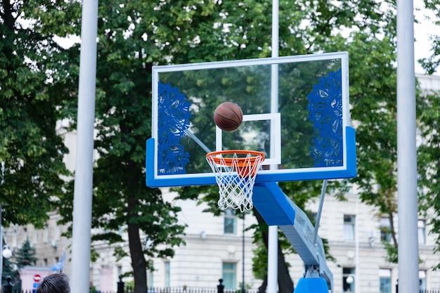 ストリートバスケットボールフープ。コンセプトスポーツ、ストリートバスケットボール。