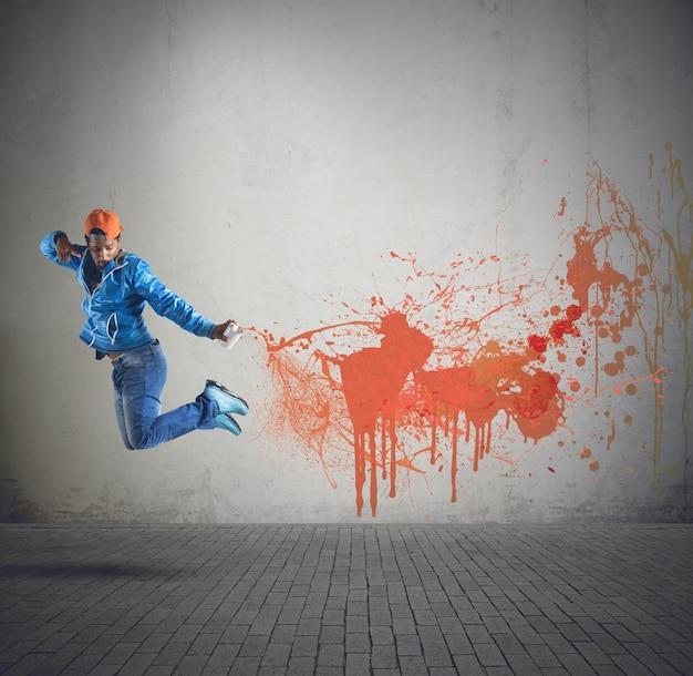 스프레이와 거리 소년 그림 벽