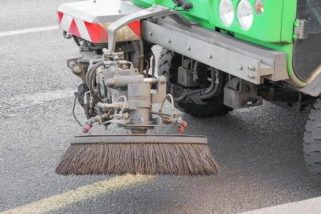 Street cleaning machine